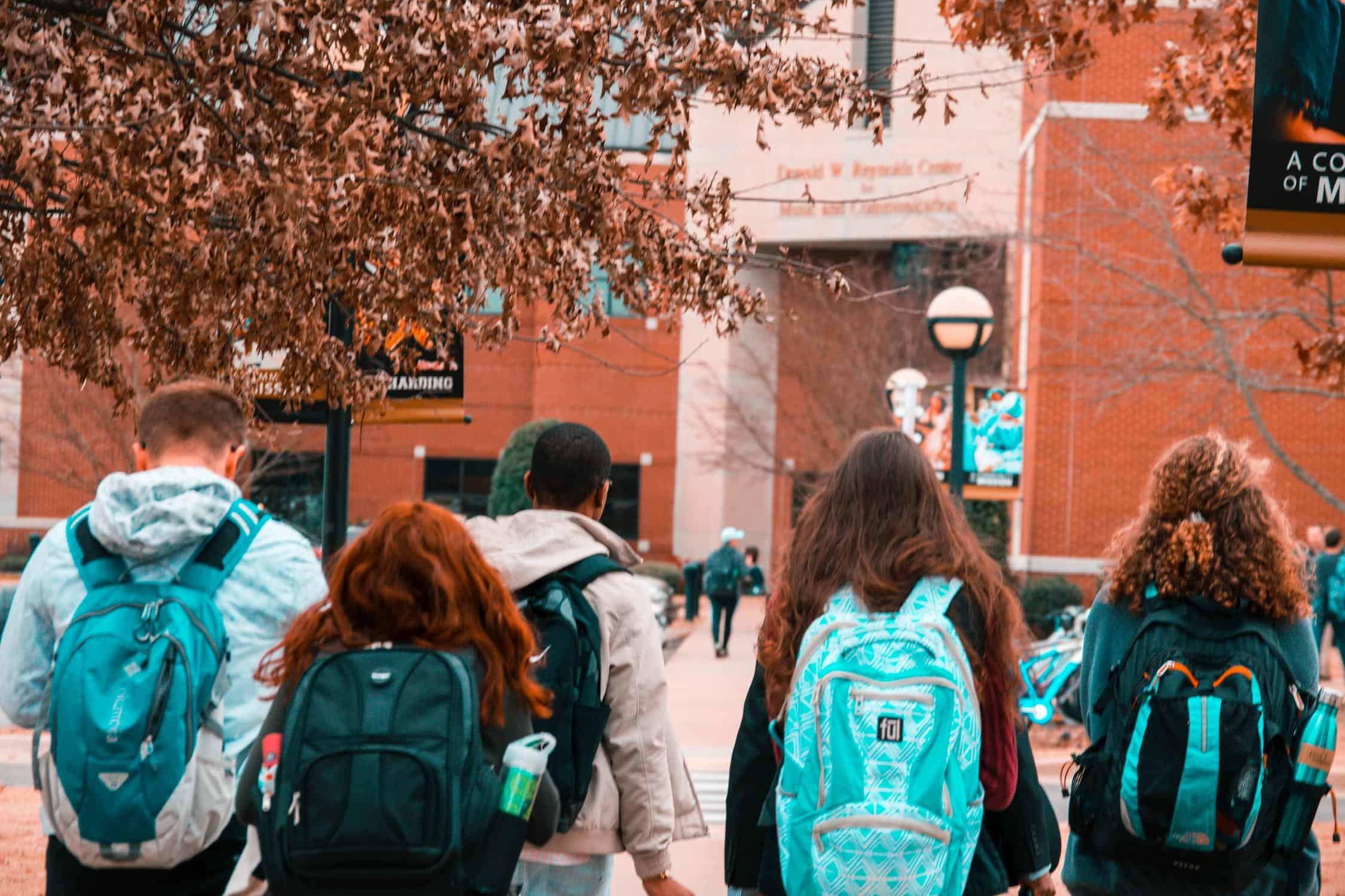 studentsinbackpacks