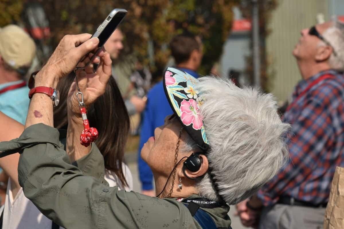 elderly_mobile_phone