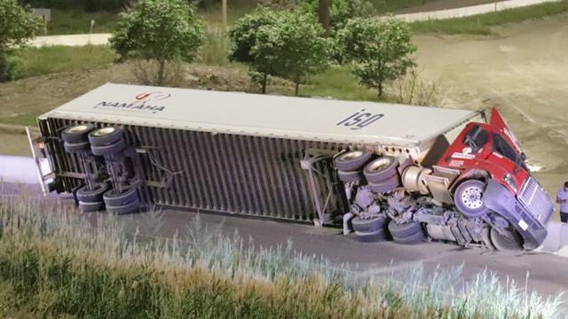 truck_rollover111