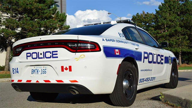 Police on scene in Brampton dealing with armed suspect after woman assualted