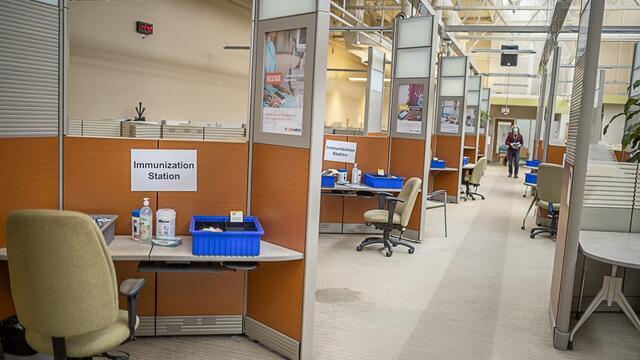 vaccine-covid-19-first-in-hamilton-web-size-7891-003_0