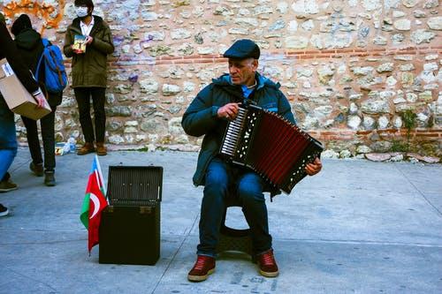 accordian_man