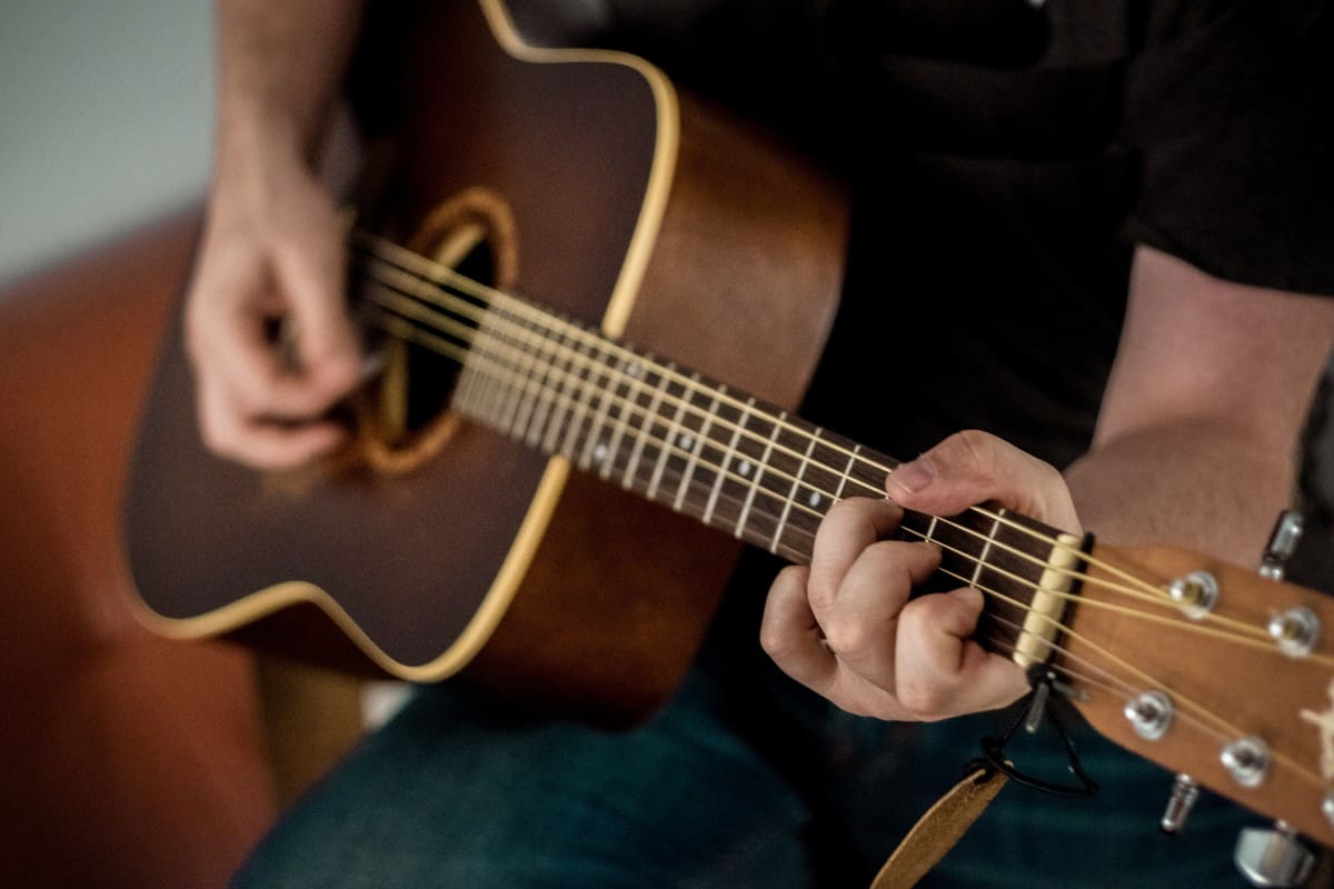 acoustic_acoustic_guitar_bowed_stringed_instrument_brown_chord_close_up_guitar_guitar_strings-1538417