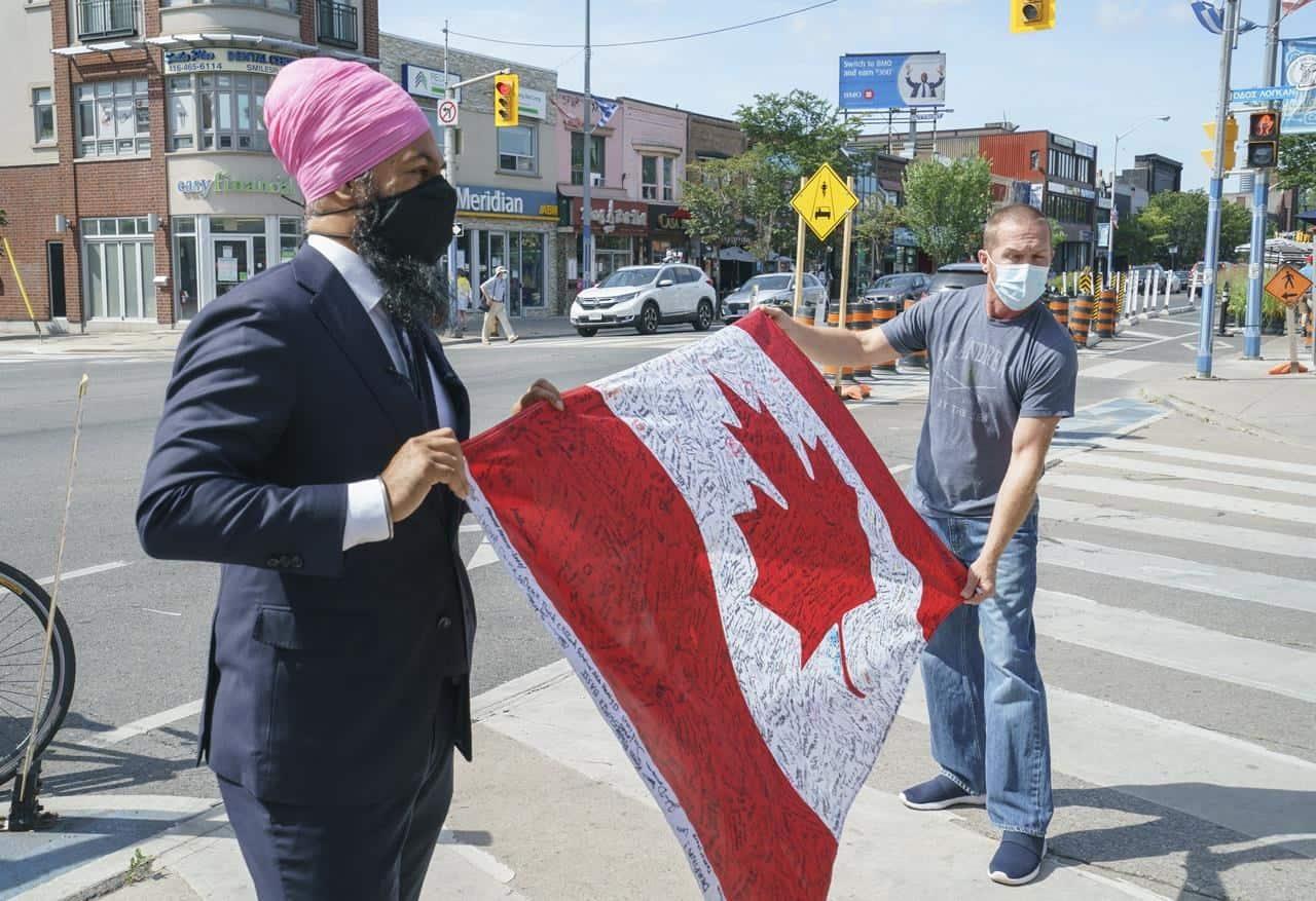 jagmeet_singh_hold_canada_flag
